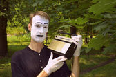 Mime and old radio receiver — Stock Photo
