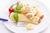 法兰克福香肠和酥皮糕点 — 图库照片
