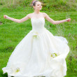 Foto Stock: Beautiful bride on green lawn
