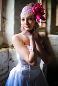 Beautiful bride with lotos flower in hair — Stockfoto