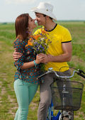 Young happy couple walking with bicycle — Foto de Stock