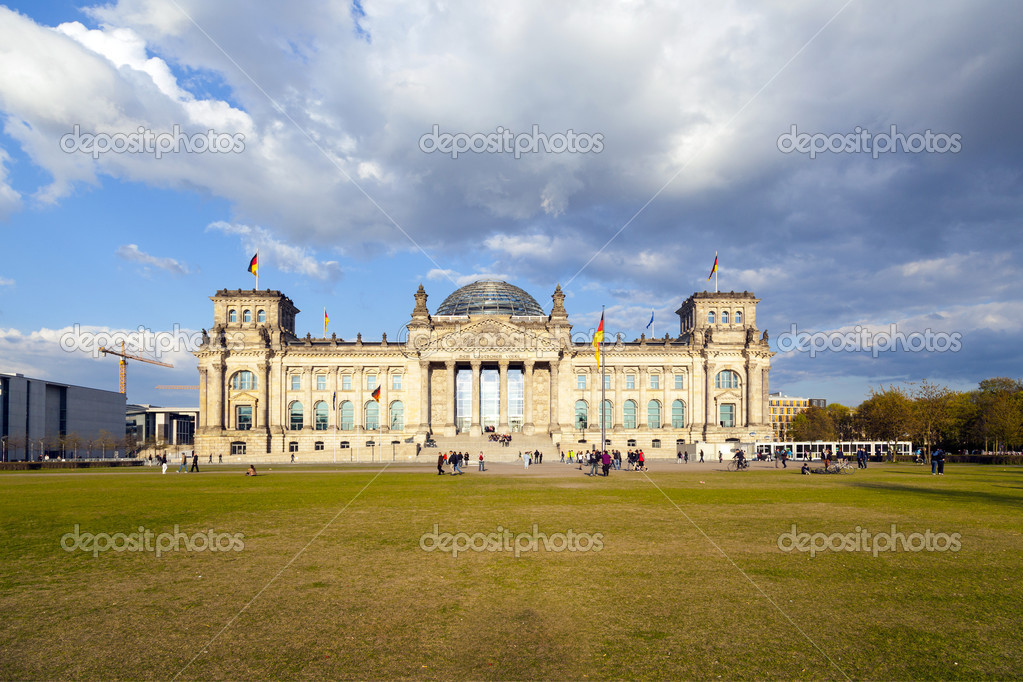 Famous Reichstag in Berlin, Germany — Stock Photo #11027497