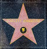 Scarlett johansen ist stern auf hollywood walk of fame — Stockfoto
