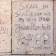 Handprints in Hollywood Boulevard in the concrete of Chinese The — Stock Photo #11645376