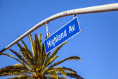 Street sign Highland Av in Hollywood — Stock Photo