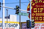 Semafor z las vegas boulevard a bonanza suvenýr znamení — Stock fotografie