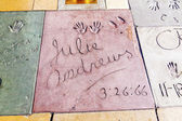 Handavtryck av julie andrews i hollywood boulevard i concre — Stockfoto