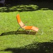 Empty sun lounger in the garden — Zdjęcie stockowe