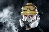 Man wearing respirator — Stock Photo