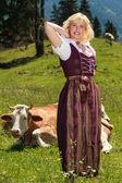 Jonge vrouw op de boerderij — Stockfoto