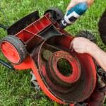 Lawn mower repair — Stock Photo