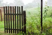Oude poort in de regen — Stockfoto