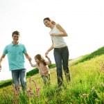 šťastná rodina zábava venku — Stock fotografie #11070331