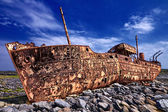 Nave arrugginita deserta — Foto Stock