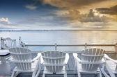 Okyanusa bakan sandalye — Stok fotoğraf