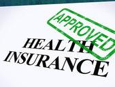 Krankenversicherung genehmigten form zeigt erfolgreiche medizinische applicat — Stockfoto