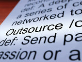 Outsource definition closeup ergebnis untervergabe — Stockfoto