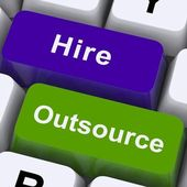 Uitbesteden huren sleutels weergegeven: onderaanneming en freelance — Stockfoto