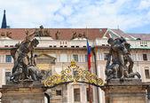 Skupina soch od brány pražského hradu — Stock fotografie