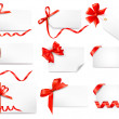 Set of card notes with red gift bows with ribbons — Stock Vector