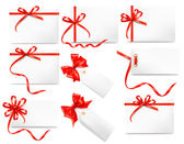 Set of card notes with red gift bows with ribbons — Vettoriale Stock