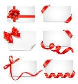 Conjunto de notas de tarjeta con arcos de regalo roja con cintas — Vector de stock