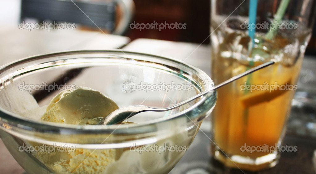 Cold dessert — Stock Photo #11572789