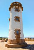 Leuchtturm in der bretagne an rosa granit küste — Stockfoto