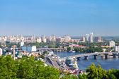 киевский городской пейзаж и днепр река — Стоковое фото