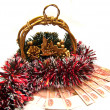 Foto Stock: Cristmas gold basket with tinsel