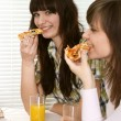 Bliss Caucasian couple of sitting eating pizza — Stock Photo