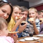 Family eating pizza — Stock Photo