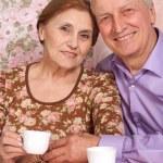 krásná dvojice starších sedí pohromadě — Stock fotografie