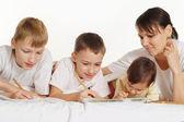Mãe com seus filhos — Foto Stock
