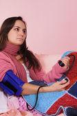 Pressão arterial de menina — Fotografia Stock