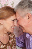 A beautiful pair of older sitting together — Stock Photo