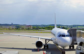 самолет на стоянке в аэропорту 1 — Стоковое фото