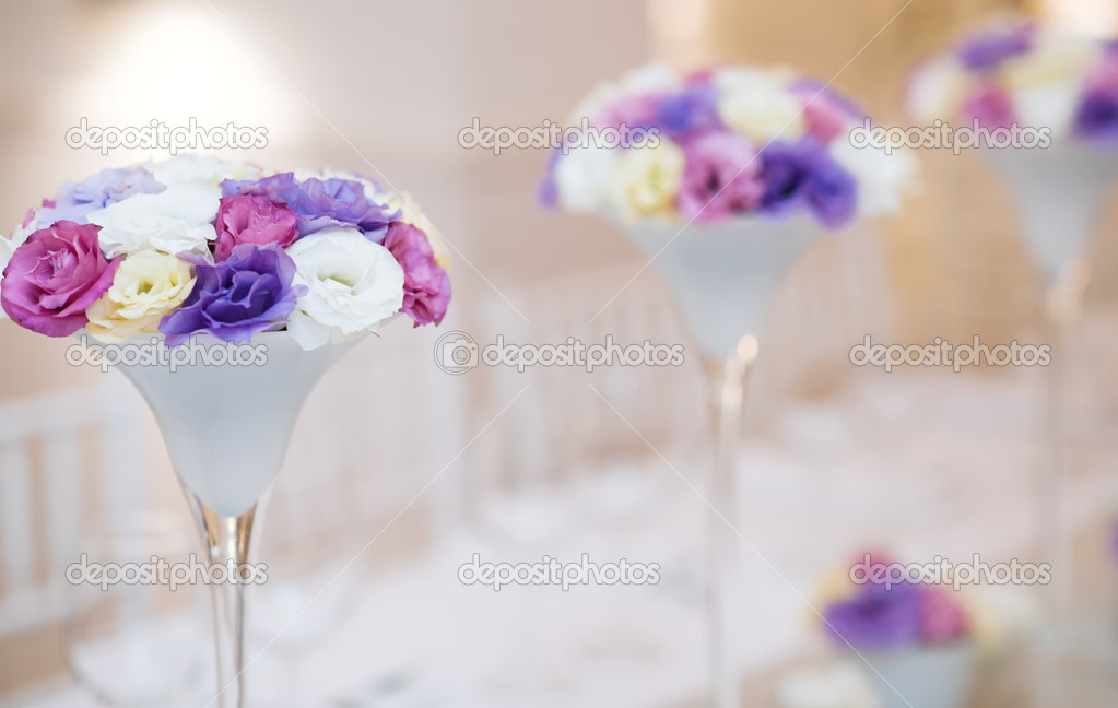 Table decor with flowers for wedding reception — Stock Photo #11958203