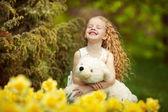 Felicità nel giardino fiorito — Foto Stock