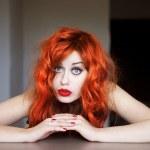 retrato de uma linda menina de cabelos vermelho — Foto Stock