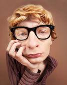 грустно всезнайка парень — Стоковое фото