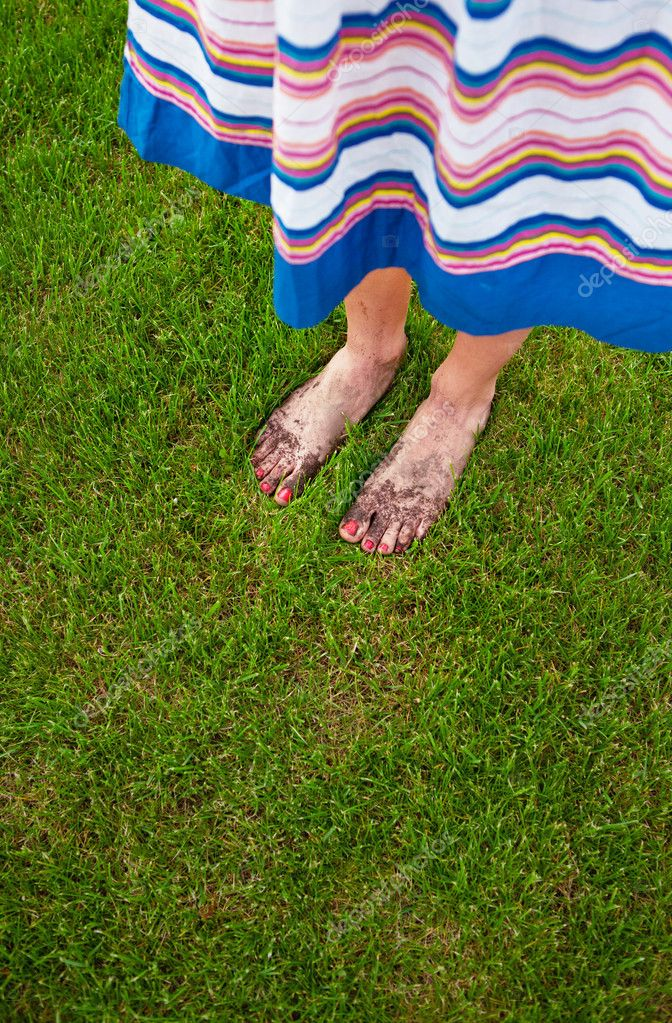 Muddy feet with red nails - gardening concept  Stock Photo #10957002