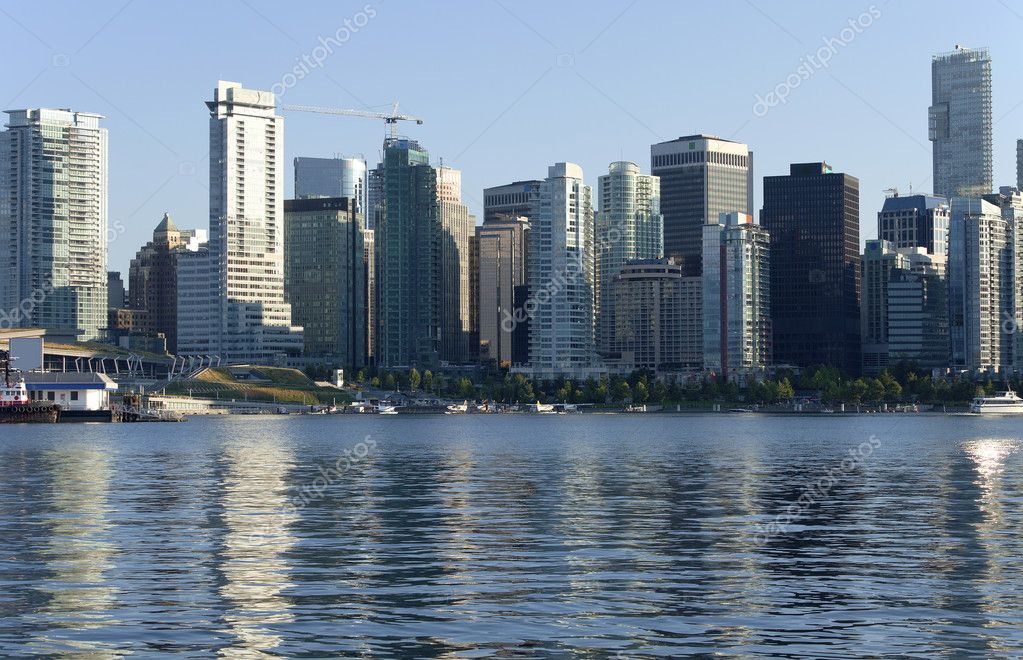 Vancouver BC skyline and tourist hydroplanes. — Stock Photo #10908673