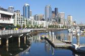 Pier 66 marina, Seattle skyline. — Stock Photo