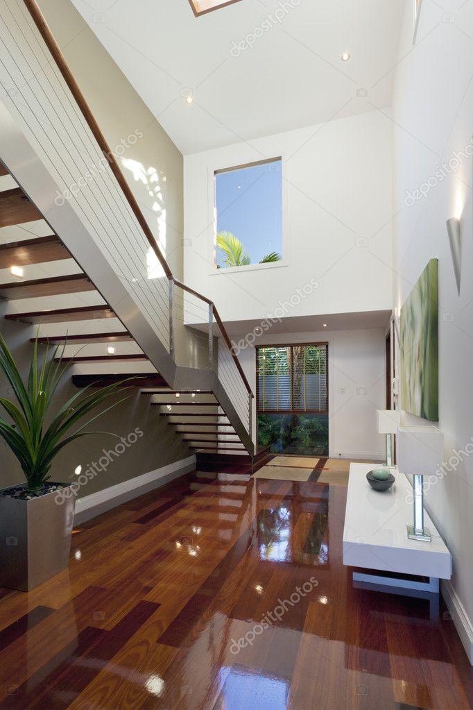 Modernes haus innen mit treppe stockfoto epstock 11636555 for Haus design innen