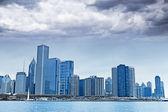 Donkere wolken op financiën wijk — Stockfoto