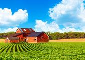 传统复古红农场 — 图库照片