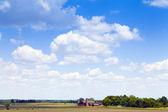 Paisaje de campo con finca — Stockfoto