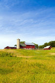 Landschaft landschaft mit bauernhof — Stockfoto