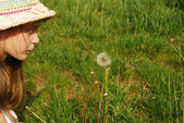 The girl and the dandelion 039 — Stock Photo